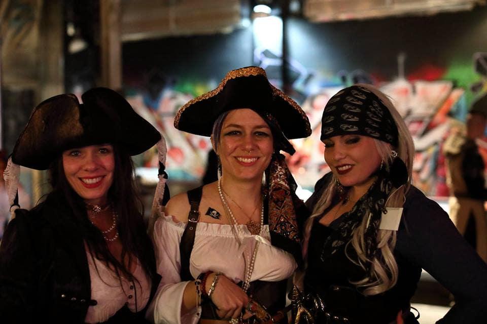 Pirate lasses